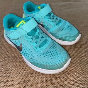 Nike youth sneakers size 1 in teal